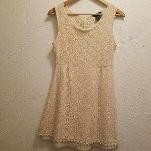 Lined Lace Dress w/ DEEP ZiPPeR